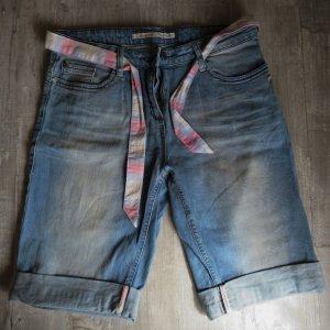 Kurze helle S.Oliver Jeans mit Stoffgürtel
