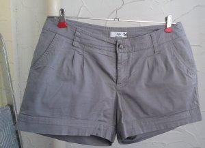 kurze Hose  Gr. 42, grau