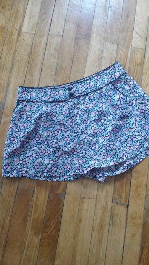 Kurze Hose mit Blumenprint von H&M, Größe 40