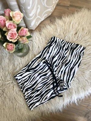 Kurze Hose mit Zebramuster