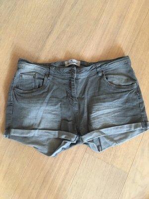 Kurze Hose Shorts Jeansshorts grau stretchig Gr. 42