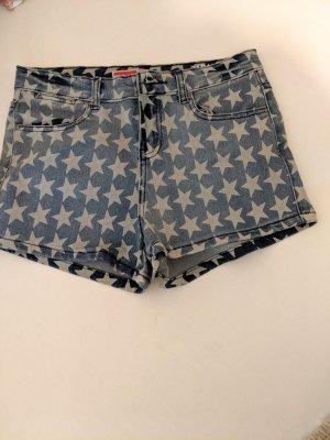 kurze Hosen-Jeansshorts mir Sternen