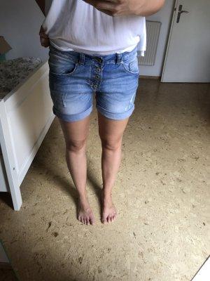 Kurze italienische Jeans Hose