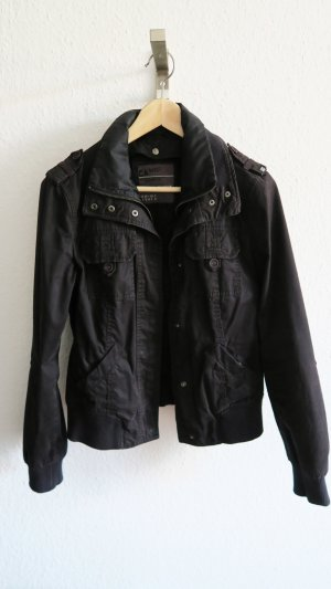 kurze Jacke Übergangsjacke von Esprit schwarz
