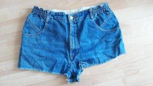 Kurze Jeans mit hohem Bund