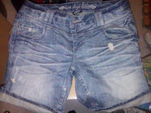 Kurze Jeans Shorts..