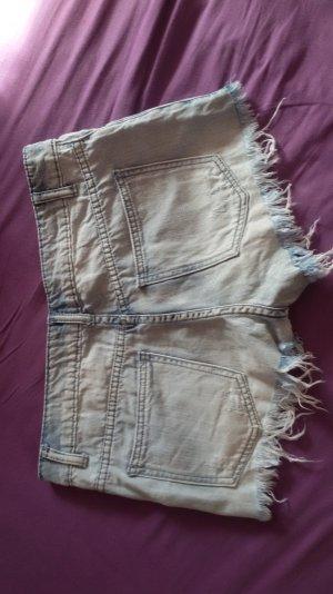 kurze Jeans shorts mit Fransen