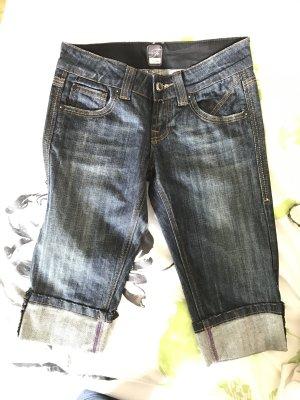Kurze Jeans zu verkaufen...