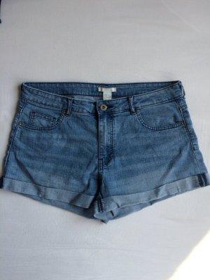 Kurze Jeanshose