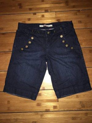 Kurze Jeanshose mit Knopfapplikation von Only