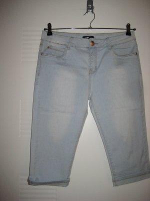 Kurze Jeanshose mit Stretsch