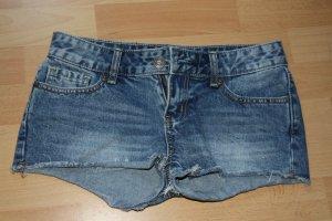 Kurze Jeanshose-perfekt für den Sommer!