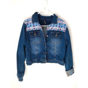 Kurze Jeansjacke mit Print