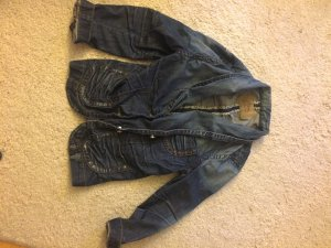 kurze Jeansjacke mit Waschung