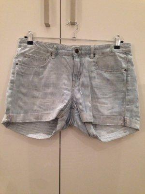 Kurze Jeansshorts blau-weiß gestreift