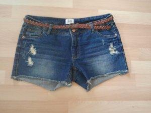 Kurze Jeansshorts in Größe 29 von Vero Moda (inklusive Gürtel)