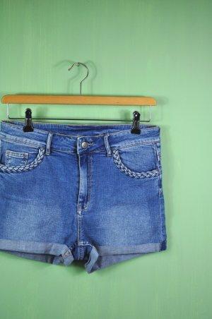 Kurze Jeansshorts mit geflochtenen Details an den Taschen