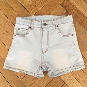 Kurze Jeansshorts von Cheap Monday, helle Waschung, Größe 28 (Short Skin Super light blue)