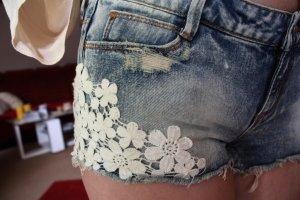 kurze Jeansshorts von Tally Weijl washed stonewashed Spitzenbesatz Blumen used