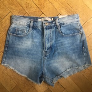 Kurze Jeansshorts von Zara, helle Waschung, Größe 34