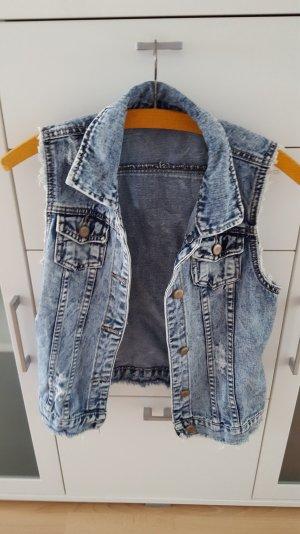 Kurze Jeansweste im Used-Look