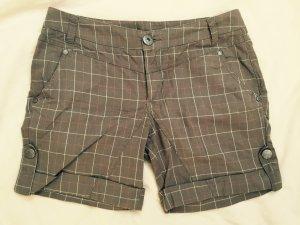 Kurze karierte Shorts in Khaki