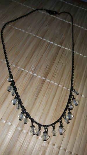 Kurze Kette fein schwarz transparente Kunststoffsteine