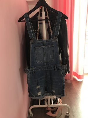 Kurze Latzhose aus Jeans
