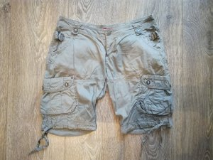Kurze olivgrüne Shorts von Buffalo