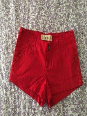 Kurze rote Hose von Hollister