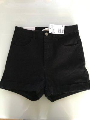 kurze schlichte schwarze Hose