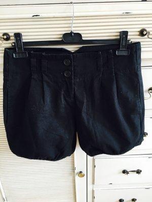 Kurze schwarze Hose von Only - im Winter auch mit Strumpfhose tragbar