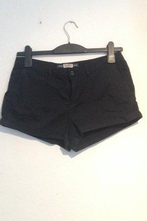 Kurze schwarze Hose von Pull & Bear
