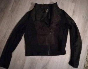 kurze schwarze Jacke...