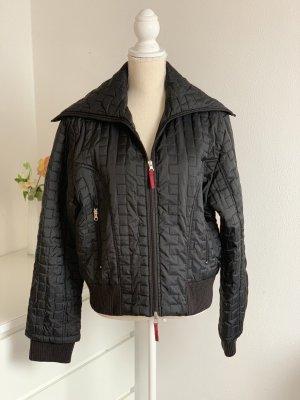 Kurze schwarze Jacke