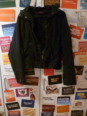 Kurze schwarze Jacke von Review, Basic, Frühling