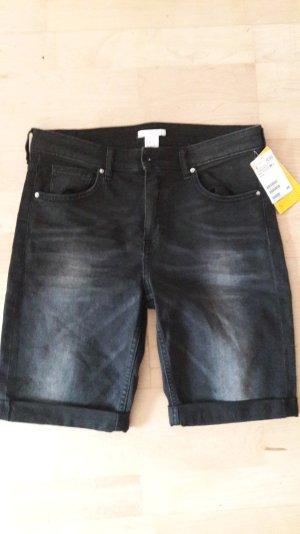 Kurze schwarze Jeanshose