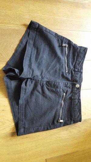 kurze schwarze Shorts