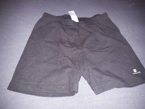 Kurze schwarze Sporthose
