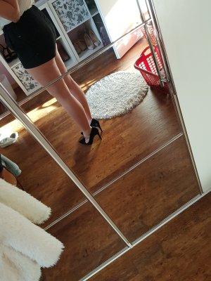 Kurze schwarze stoffhose