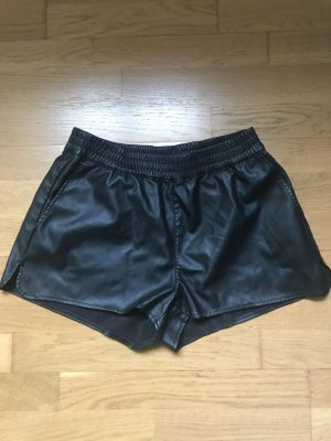 Kurze Shorts aus Lederimitat