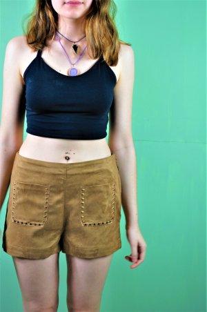 Kurze Shorts aus Wildlederimitat mit Stickerei