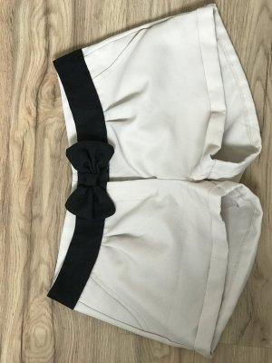 Kurze Shorts Beige // Schwarzer Gürtel mit Schleife // Größe 36