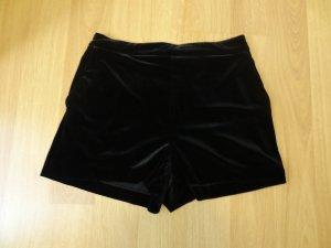 kurze Shorts im angesagten Samtlook