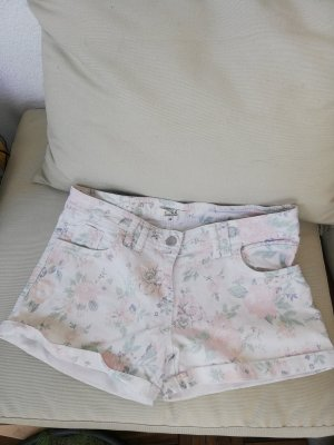 kurze Shorts mit floralem Muster