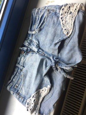 Kurze Shorts mit spitze