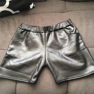 Kurze Shorts mit Tasche glänzend stretchig