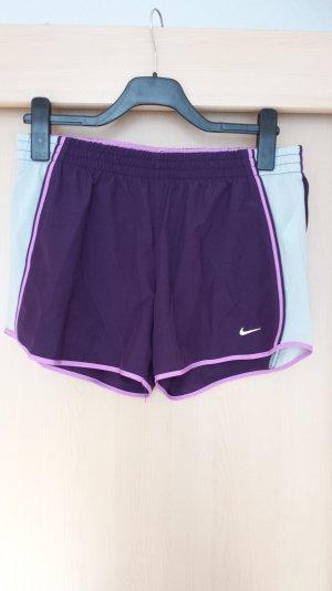 Kurze Shorts von Nike