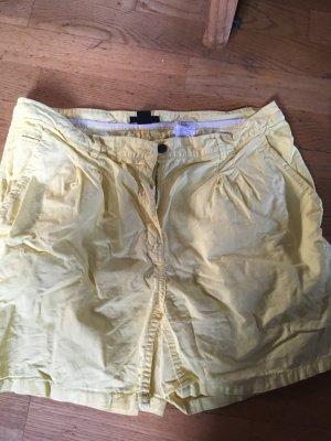 Kurze sommerlich gelbe Hose H&M