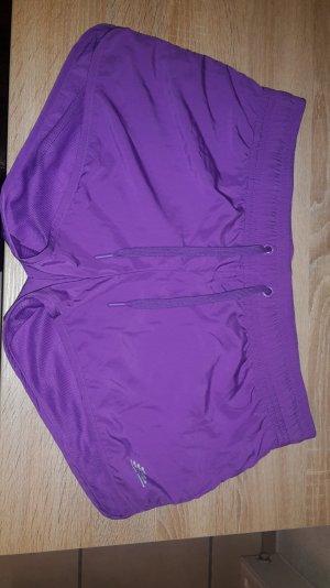 Kurze Sporthose (Hotpants)